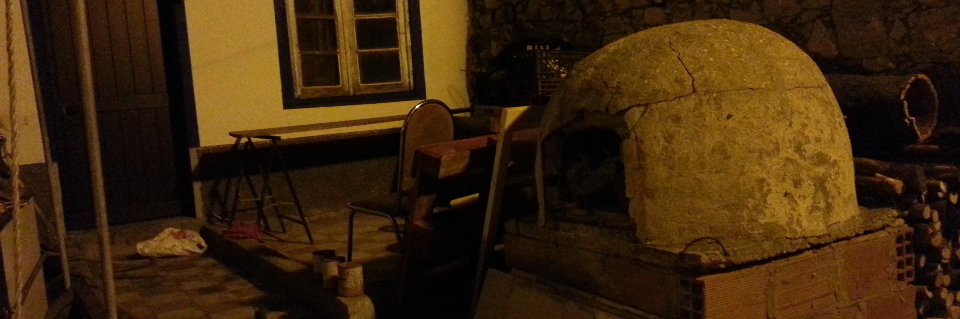 Four à pain dans la nuit à Vila do Bispo