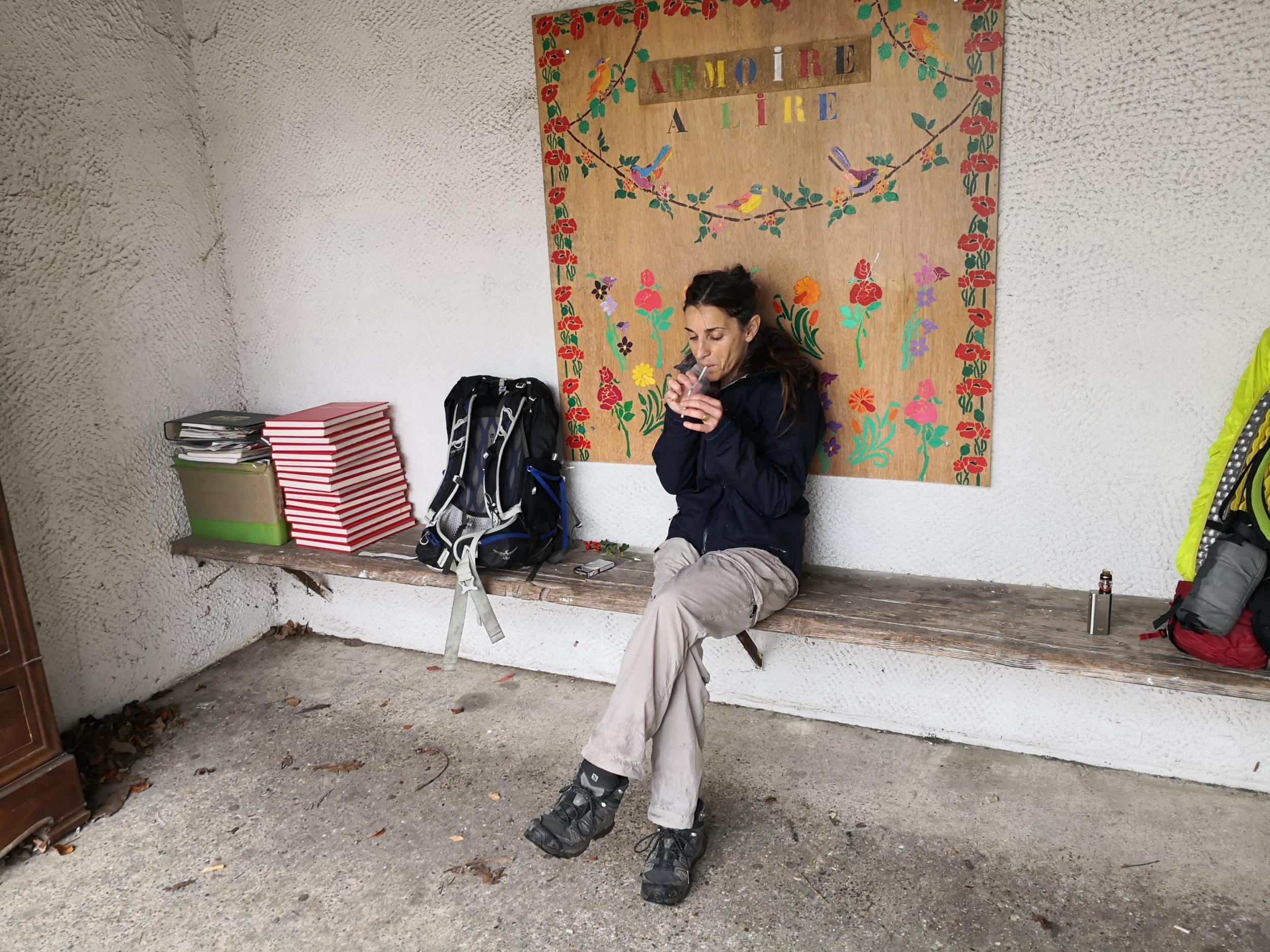 Arrêt de bus à Recloses en attendant que la boulangerie ouvre