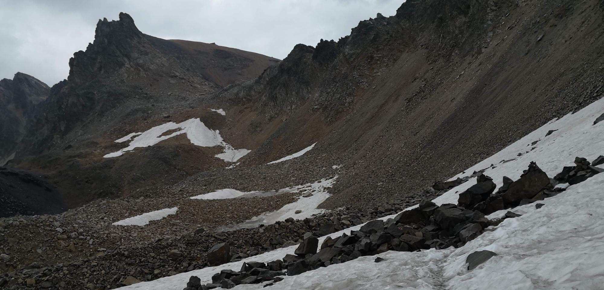 Pierrier vers le mont Thabor